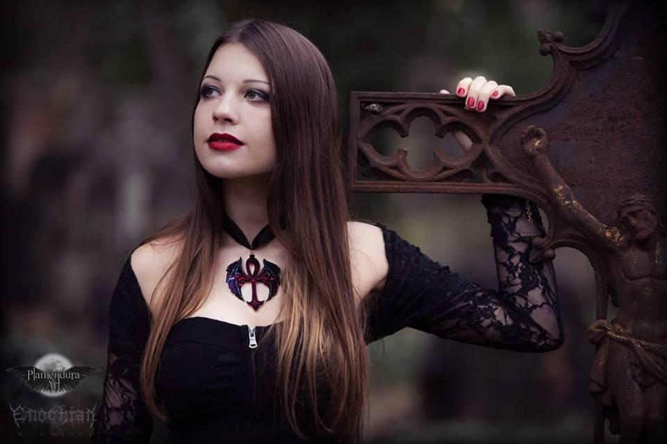 catherine-de-crumbenowe-3rd-place-winner-vampire-goddess-2018-plamendura-art-world-gothic-models